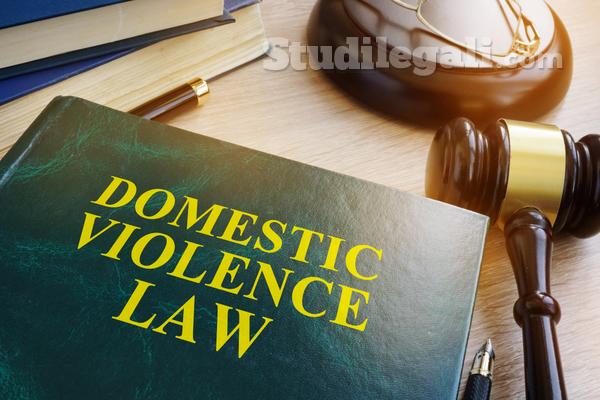 Violenza domestica: l'omertà dei vicini è reato?